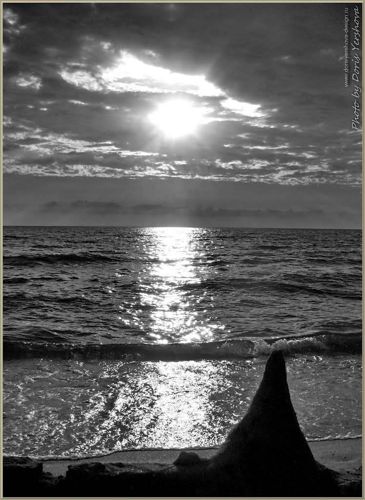 закат на черном море, пляж, песочный домик