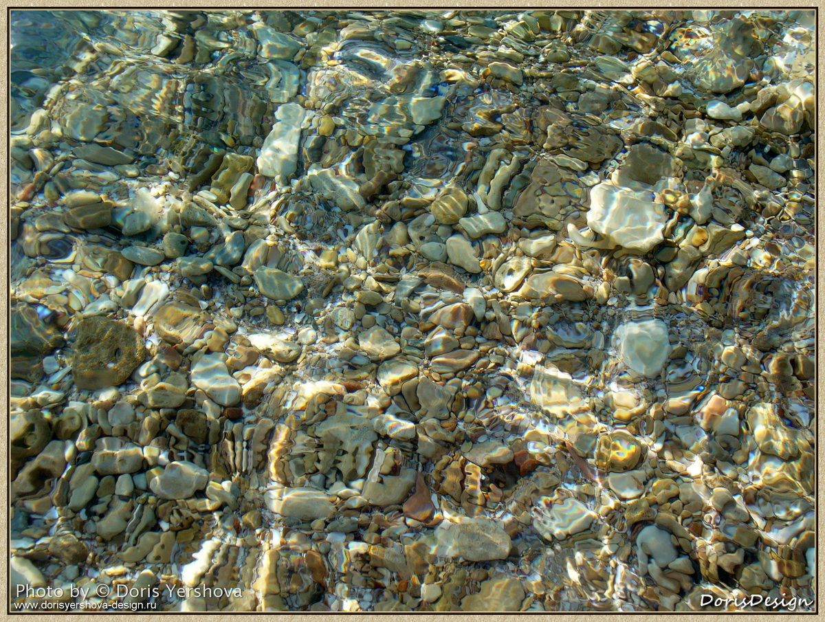фото дорис ершовой, прозрачная морская вода и камешки,